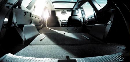 佳乐突破了同级别车型的配置标准,全系标配了全景天窗.陈 高清图片