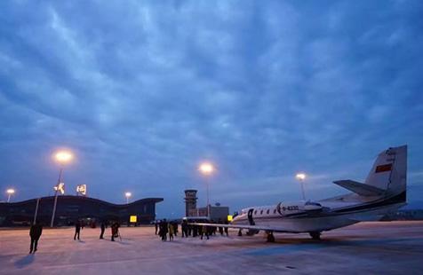 武岡機場迎來首架飛機校飛 預計7月通航