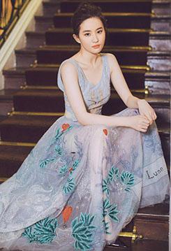 劉亦菲白色透視短裙秀曲線 天仙美顏超養眼