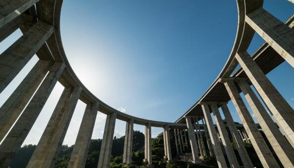 攝影師鏡頭下的湘西永吉高速:一路橋梁一路景