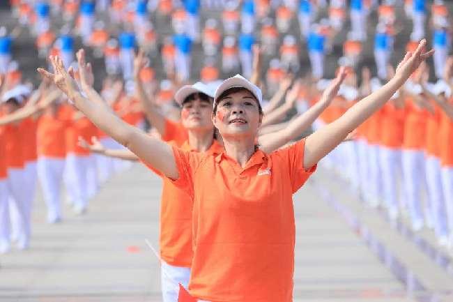 珠暉區2000人同跳大型排舞獻禮新中國成立70周年
