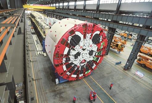 國産最大直徑土壓平衡盾構機整裝待發